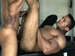 Muscle man brutal bunged black hunk in hairy ass