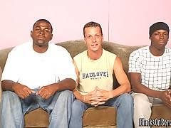 Bareback Interracial Gay Threesome Assfuckingxxx