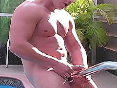 Amateur jacks off in pool